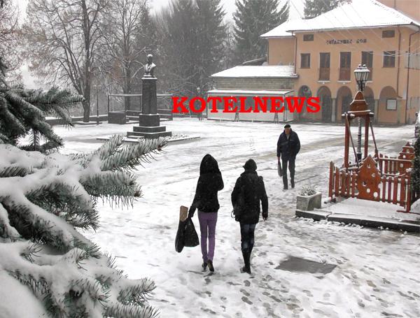 Честито! Първият траен сняг за предстоящата зима в Котел вече е факт