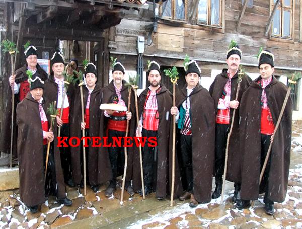 Даскалската коледарска група ни честити Рождество Христово в Котел